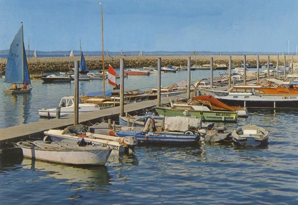 Un Pacific dans le port d'Arcachon, années 60.