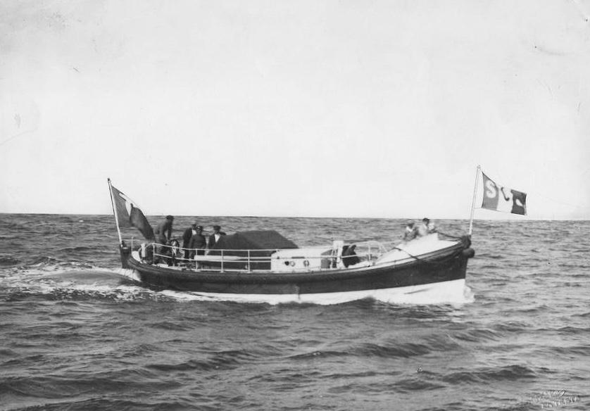 Canot de la SCS sur le Bassin d'Arcachon