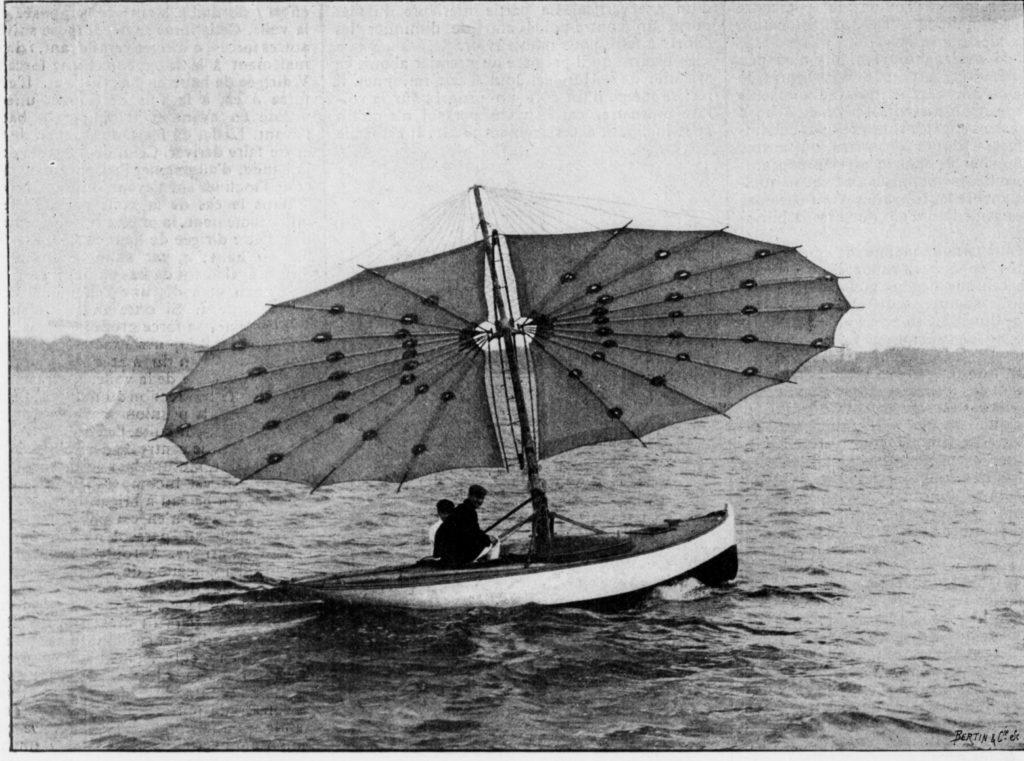 Le bateau parasol de Monsieur Pilcher. Photographie West and Son, à Gosport.