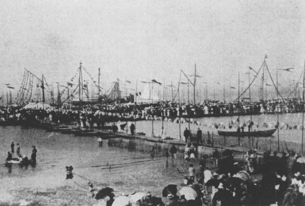 Une bataille de fleurs en 1898 à Arcachon